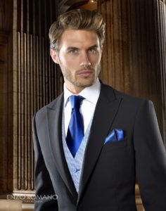 traje negro chaleco azul